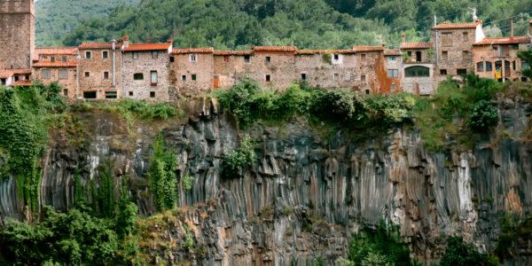 pueblos-curiosos-castellfollit